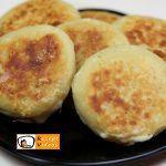 Mit Käse und Schinken gefüllte Kartoffelpfannkuchen