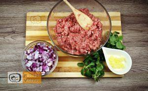 Mit Käse gefüllte Fleischbällchen im Speckmantel Rezept - Zubereitung Schritt 2