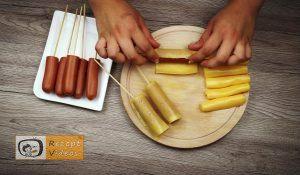 Im Pfannkuchenteig gebackene Käse-Bacon-Würstchen Rezept - Zubereitung Schritt 2