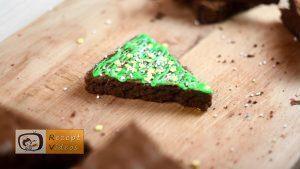 Brownie Weihnachtsbäume und Christbaumkugeln Rezept - Zubereitung Schritt 9