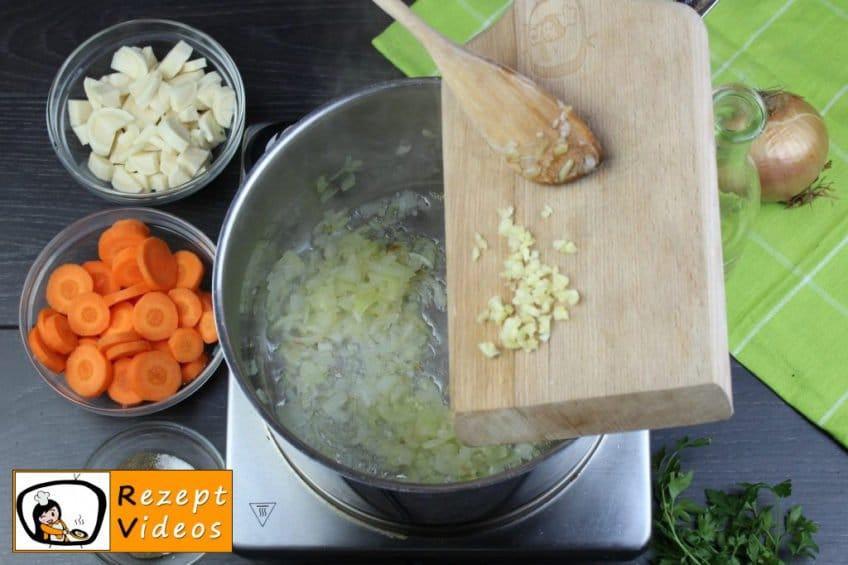 Traditionelle Erbsensuppe mit gezupften Nudeln Rezept - Zubereitung Schritt 1