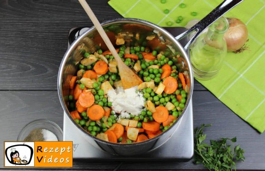 Traditionelle Erbsensuppe mit gezupften Nudeln Rezept - Zubereitung Schritt 4