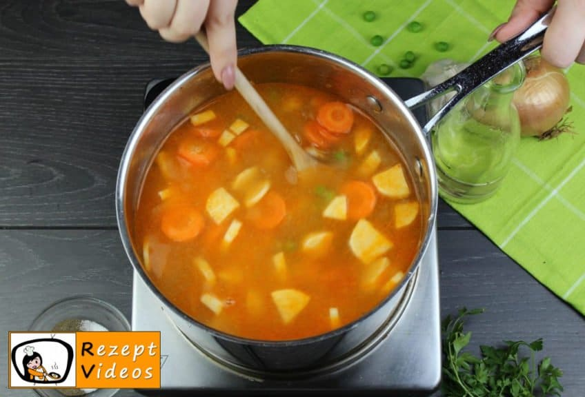 Traditionelle Erbsensuppe mit gezupften Nudeln Rezept - Zubereitung Schritt 5