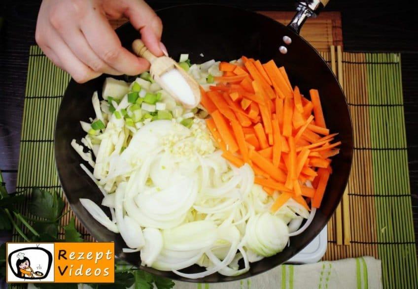 Chinesische Gemüsenudeln Rezept - Zubereitung Schritt 3