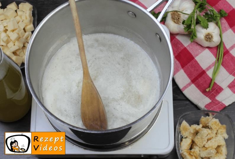 Käsecremesuppe Rezept - Zubereitung Schritt 1
