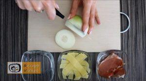 Mit Käse und Schinken gefüllte Zwiebelringe Rezept Zubereitung Schritt 1