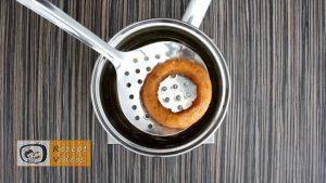 Mit Käse und Schinken gefüllte Zwiebelringe Rezept Zubereitung Schritt 6