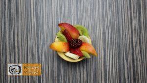 Früchtebecher mit Apfelblumen Rezept - Zubereitung Schritt 3