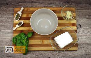 Mit Feta und Basilikum gefüllte Hähnchenbrust im Speckmantel Rezept - Zubereitung Schritt 1