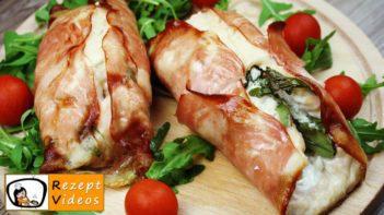 Mit Feta und Rukola gefüllte Hähnchenbrust-Roulade im Schinkenmantel