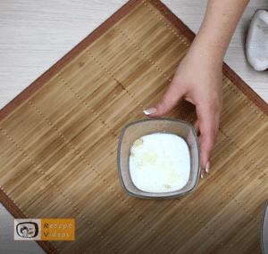 Kekssalami im Kokosmantel Rezept Zubereitung Schritt 2