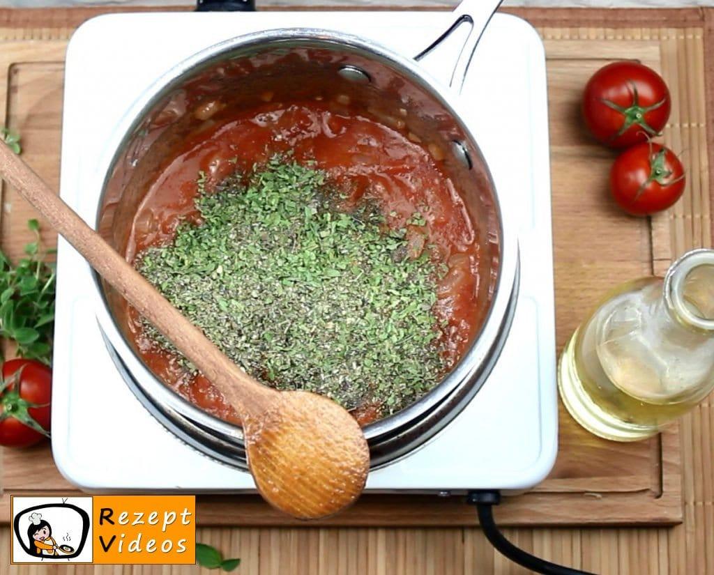 Gespickte Fleischbällchen in Tomatensauce Rezept Zubereitung Schritt 5