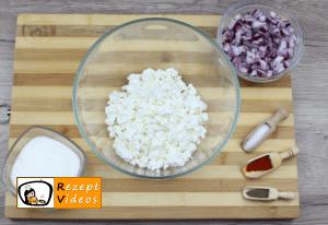 Mit Liptauer gefüllte Hähnchenbrust im Speckmantel Rezept - Zubereitung Schritt 1