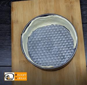 Überbackene Mini-Pizza Rezept - Zubereitung Schritt 2