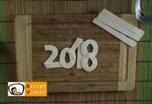 Blätterteiggebäck zu Neujahr Rezept Zubereitung Schritt 3