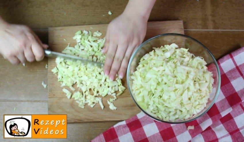 Einfache Krautfleckerl Rezept - Zubereitung Schritt 1
