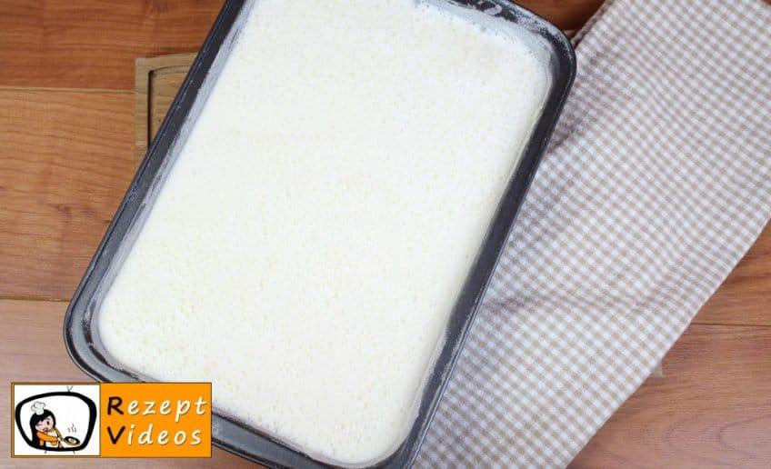 Milchkuchen mit Waldbeerensoße Rezept Zubereitung Schritt 5