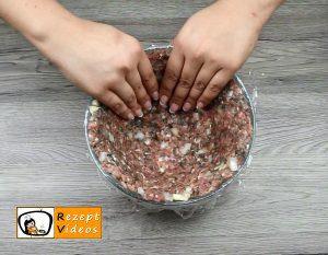 Mit Käse gefüllter Blumenkohl im Fleischmantel Rezept Zubereitung Schritt 2
