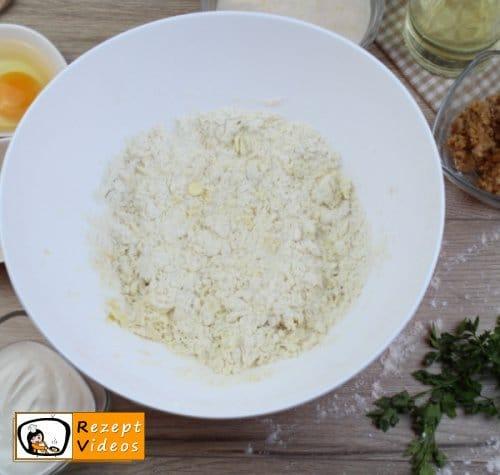Pogatschen mit Grieben Rezept - Zubereitung Schritt 2