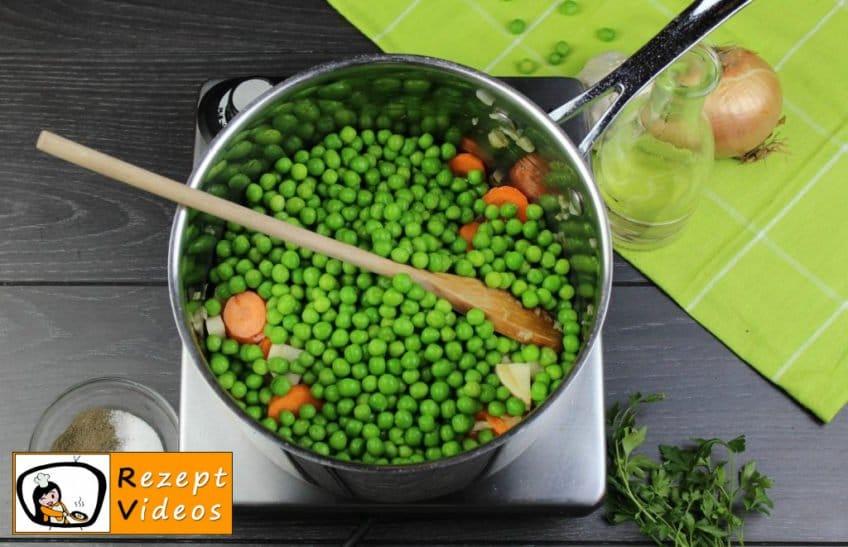 Traditionelle Erbsensuppe mit gezupften Nudeln Rezept - Zubereitung Schritt 2