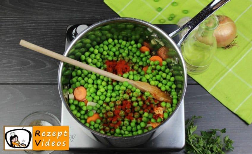 Traditionelle Erbsensuppe mit gezupften Nudeln Rezept - Zubereitung Schritt 3
