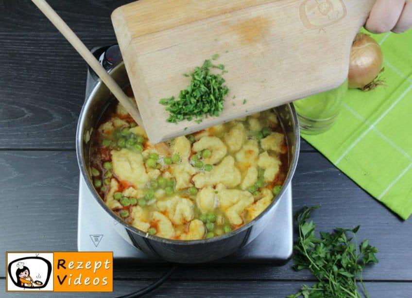 Traditionelle Erbsensuppe mit gezupften Nudeln Rezept - Zubereitung Schritt 9