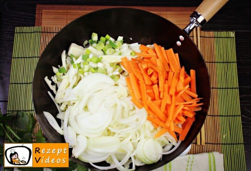 Chinesische Gemüsenudeln Rezept - Zubereitung Schritt 1