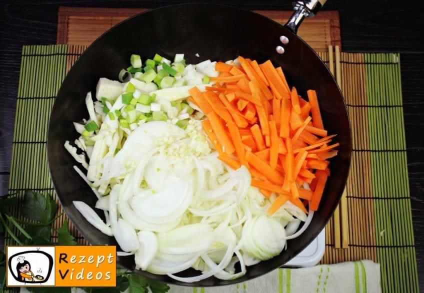 Chinesische Gemüsenudeln Rezept - Zubereitung Schritt 2