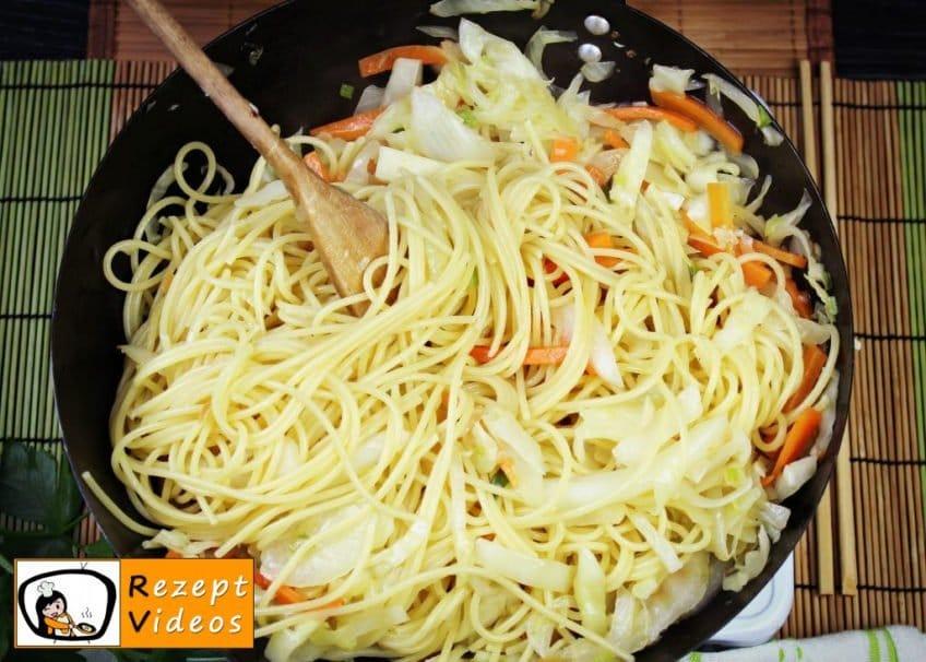 Chinesische Gemüsenudeln Rezept - Zubereitung Schritt 5
