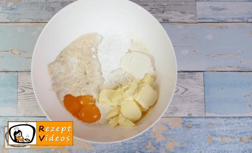 Sauerkirsch-Walnuss-Katzenaugen Rezept - Zubereitung Schritt 1