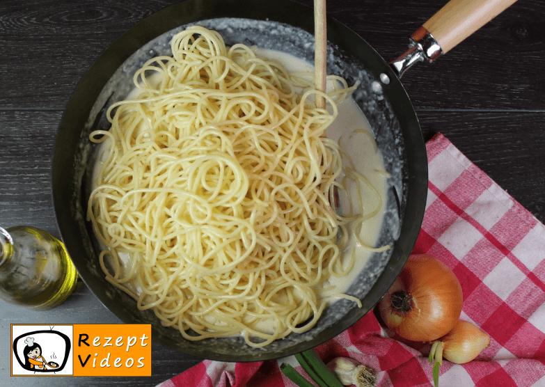 Spaghetti mit Käsesauce und Bacon Rezept - Zubereitung Schritt 9