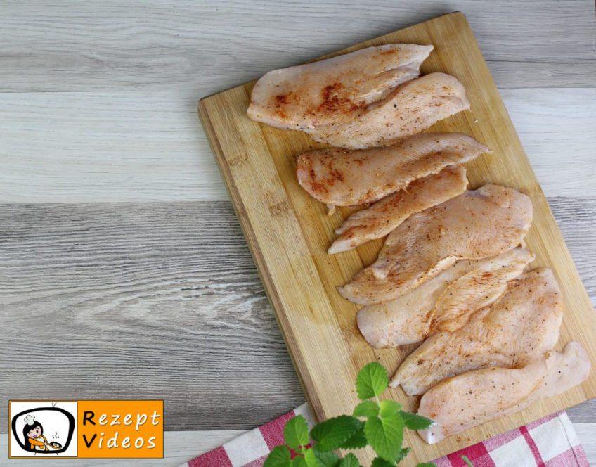 Hähnchenbrust im Käseteig vom Blech Rezept - Zubereitung Schritt 1