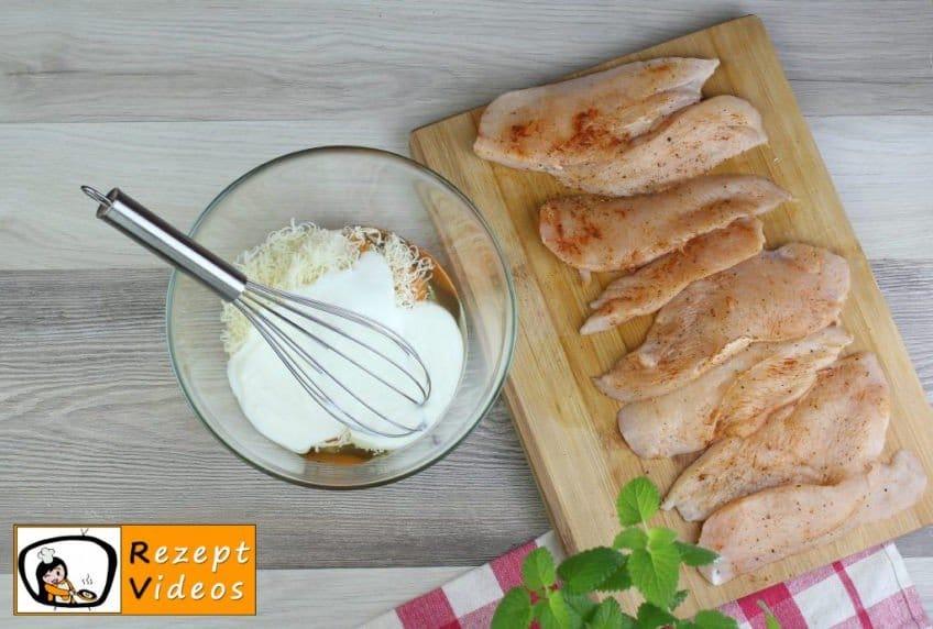 Hähnchenbrust im Käseteig vom Blech Rezept - Zubereitung Schritt 2