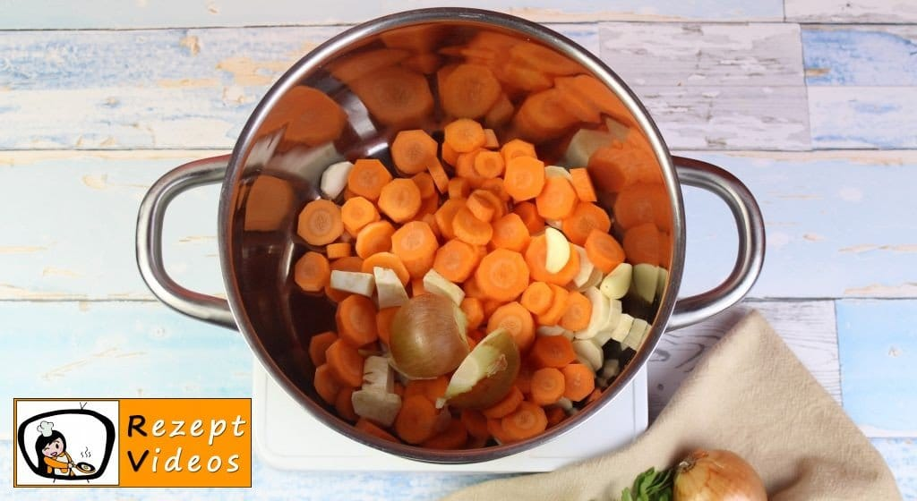 Klare Gemüsesuppe Rezept - Zubereitung Schritt 1