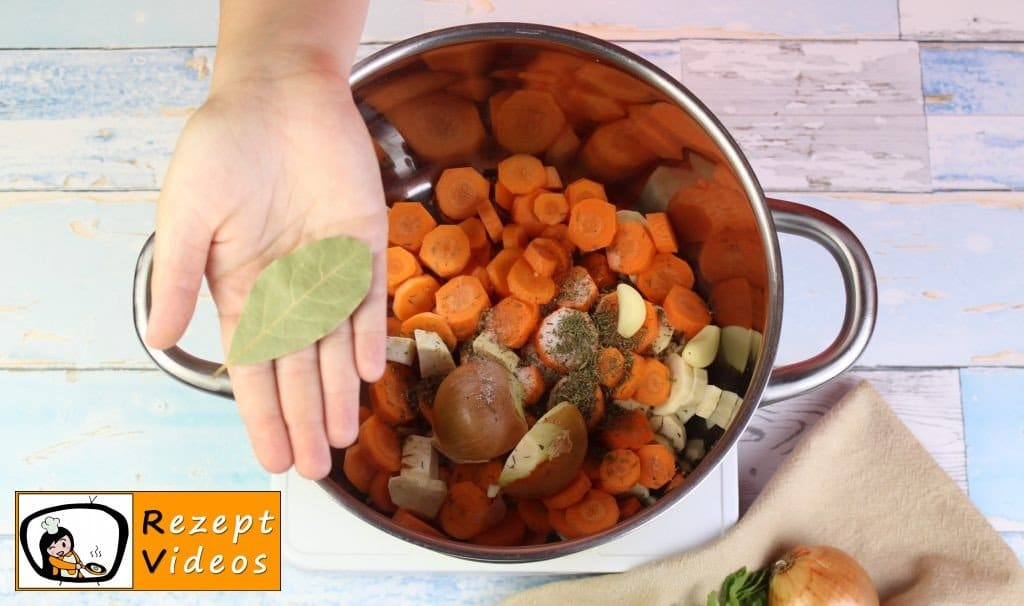 Klare Gemüsesuppe Rezept - Zubereitung Schritt 2