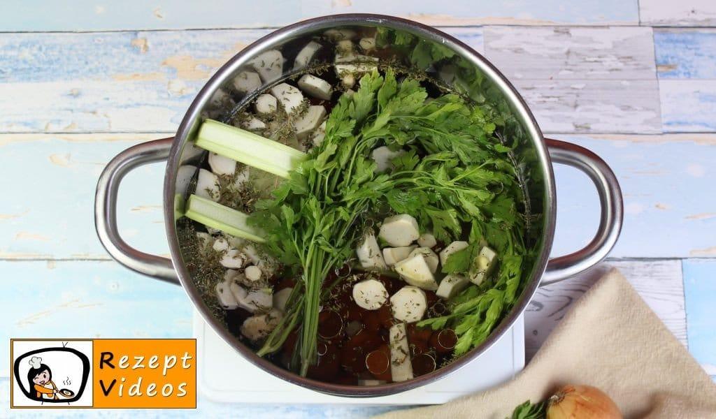 Klare Gemüsesuppe Rezept - Zubereitung Schritt 3