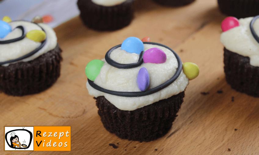 Weihnachts-Cupcakes mit Lichterkette Rezept - Zubereitung Schritt 8